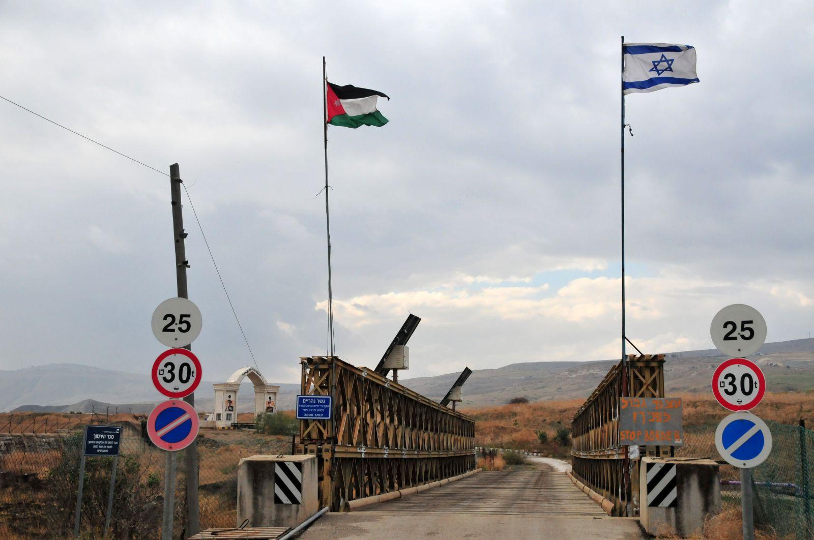مصنع ملابس إسرائيلي في الأردن يُشغّل عمّالًا تحت ظروف من العبوديّة