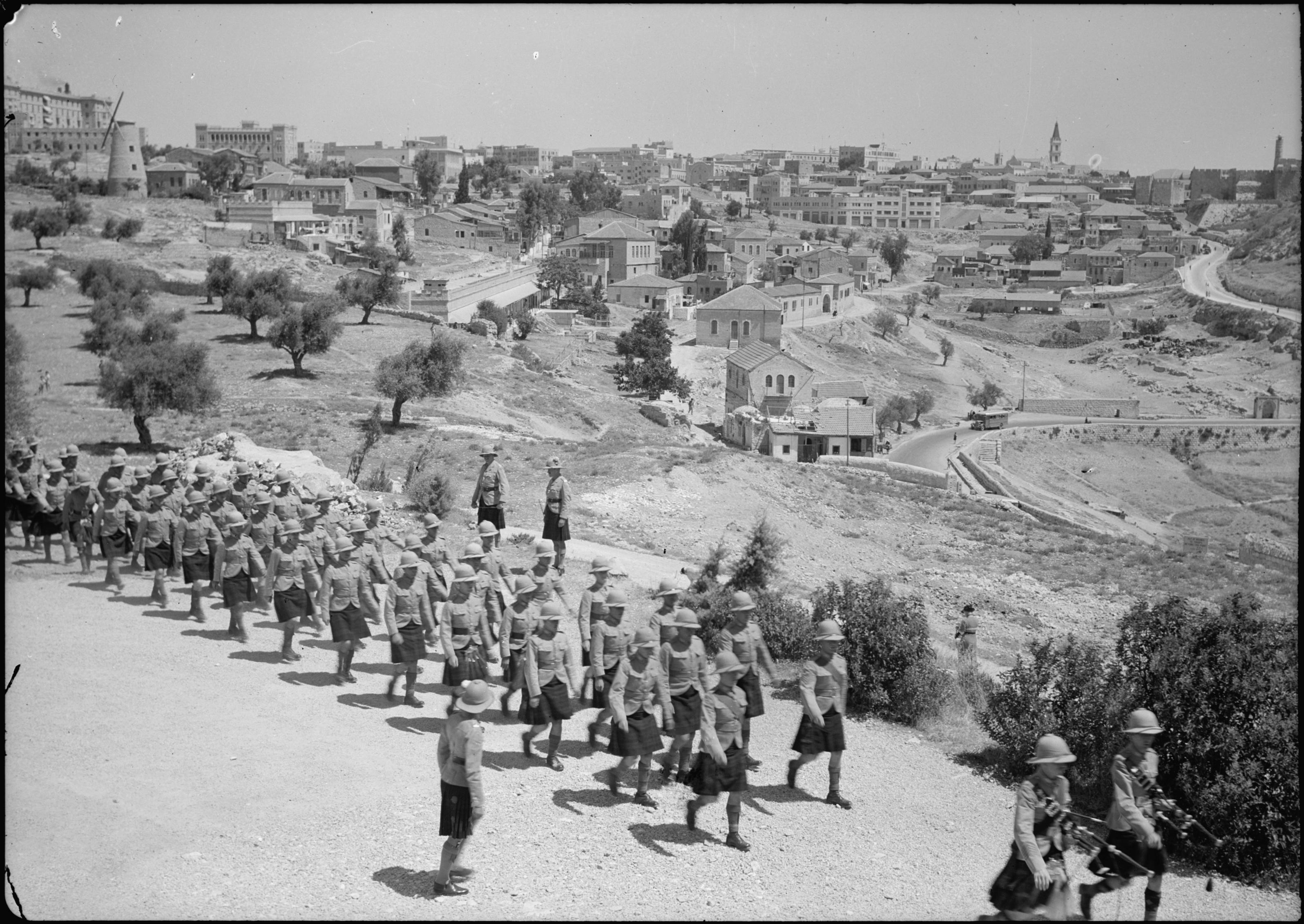 دور الانجليز الاستعماري بتسليم فلسطين وتهجير السكان
