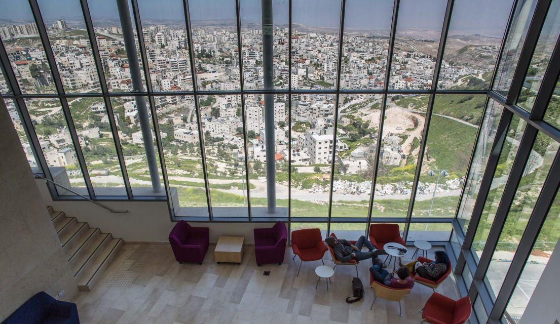 العلاقة التاريخية المتوترة بين حيّ العيساوية والجامعة العبرية بالقدس