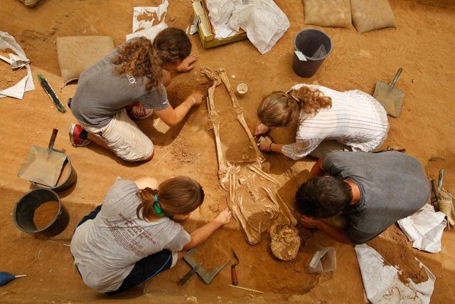 اكتشاف مقبرة فلسطينية فريدة من نوعها في عسقلان