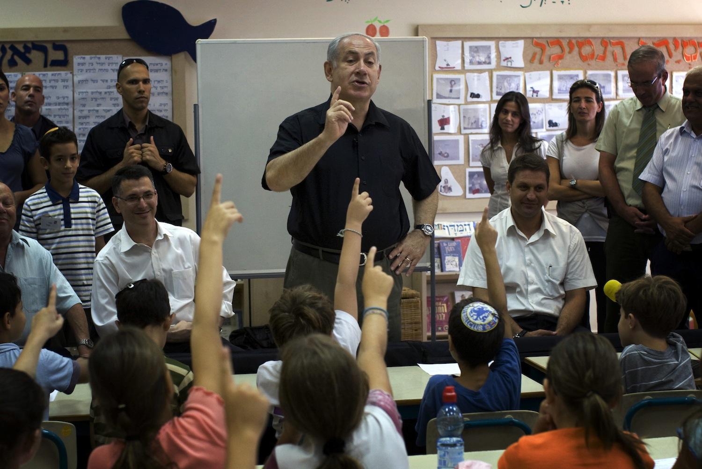 أدلجة المناهج في إسرائيل بين العسكرة والتديين